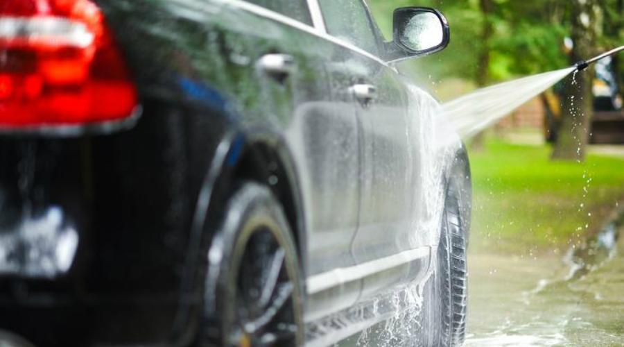Фантастическая наномойка Еще одна уловка автомойщиков прекрасно работает в сухой сезон. Вам просто впишут в прайс не оказанные услуги: помоют салон обычной влажной тряпкой, а не специальной химией, а вместо наномойки, для которой может и инструмента не быть, просто обдадут кузов мыльной пеной еще разок.