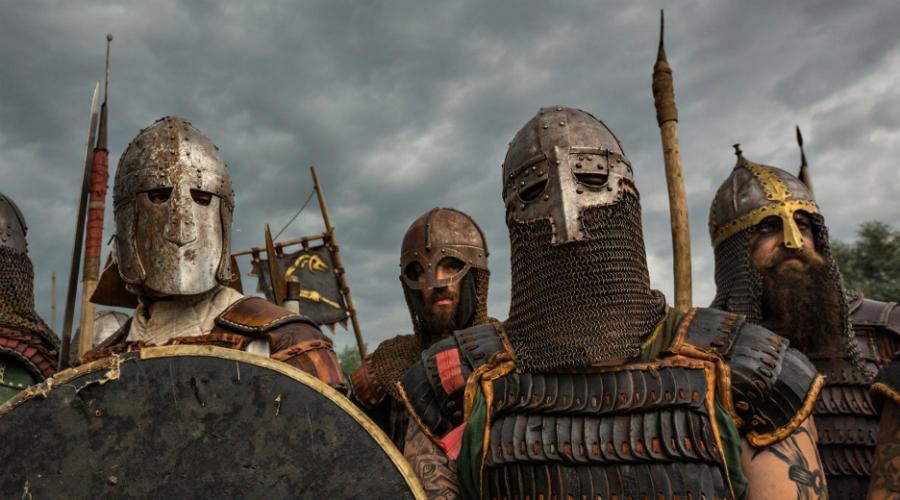 Империя викингов Начиная с 793 года викинги стали серьезной проблемой для Англии, Франкского государства, Испании и России. Со временем датчане и норвежцы становились все более жестоки. Разорение Англии при короле Этельреде Нерешительном позволило викингам захватить значительные территории: разрозненные поселения превратились в настоящую империю. Однако, всему приходит конец — в 1066 году норвежский король Харальд Хардрада по прозвищу Суровый был побежден англичанами в битве при Стэмфорд Бридж.