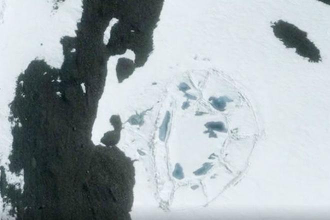 Цивилизация в Антарктиде: на спутниковых фото увидели пирамиду подо льдом