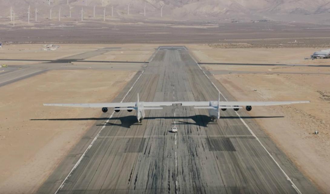Полезная нагрузка Конструкторы предполагают, что Stratolaunch будет нести 113 тонн топлива и три ракетоносителя, общей массой в 250 тонн. Правда, на тестах самолет-гигант поднимется в небо всего с одной ракетой, Pegasus XL.