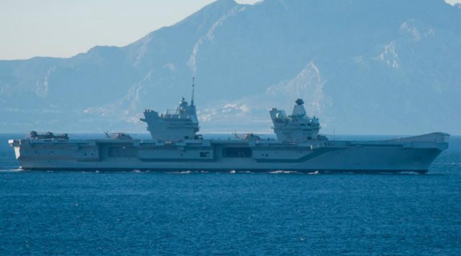 HMS Queen Elizabeth Введенный в эксплуатацию в 2017 году, HMS Queen Elizabeth является новейшим авианосцем Королевского флота. Он значительно отличается от всех прочих авианосцев мира — тут полностью отсутствуют катапульты и тормозные троссы, поскольку авиакрыло корабля будет состоять из самолетов укороченного взлета и вертикальной посадки. Это истребители-бомбардировщики F-35B Lightning II и вертолёты Merlin.