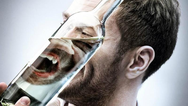 Алкогольная анестезия Помните, как в боевиках раненый боец перед операцией делает хороший глоток спиртного, якобы для анестезии? Забудьте эту ерунду и никогда не пытайтесь использовать алкоголь таким образом. Он разжижает кровь, поэтому при операциях кровотечение усиливается.