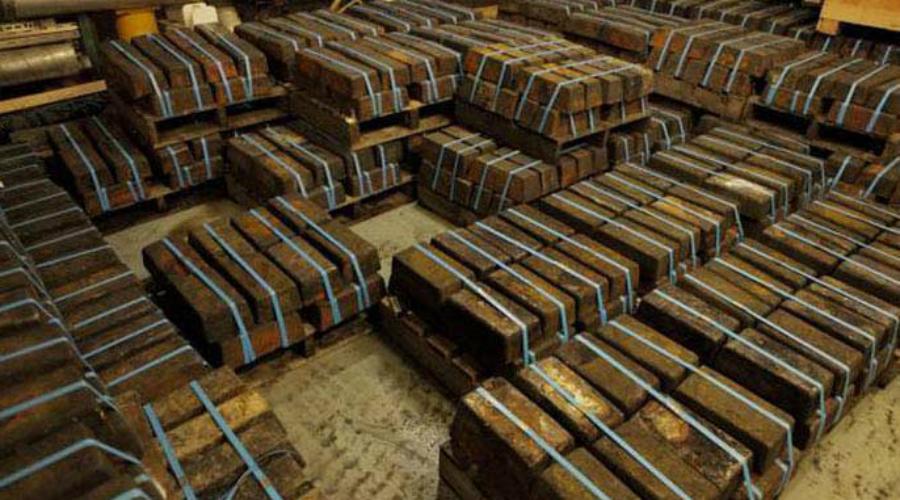 Золото неизвестного До сих пор так и не выяснено, кто был настоящим хозяином найденного в Чили клада. 600 бочек, каждая из которых до верху наполнена золотом, долгое время простояли в скромном подвале на отшибе города. 10 миллиардов долларов в золоте доставали на поверхность почти два года.