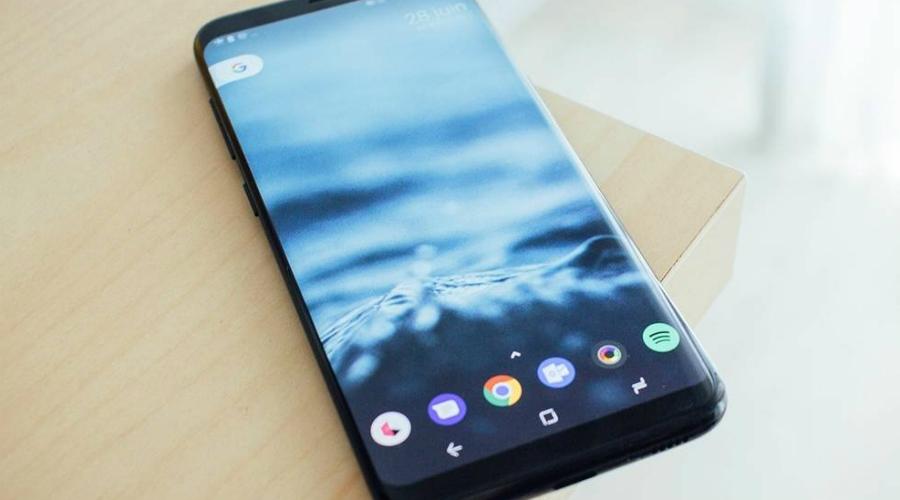 Быстрые настройки Проведите двумя пальцами вниз по экрану и откроется панель быстрых настроек Android. Она обеспечивает немедленный доступ к таким настройкам, как Wi-Fi, Bluetooth и фонарик. Более того, панель можно кастомизировать: нажмите значок пера в левом нижнем углу и вы сможете добавить сюда любое приложение.