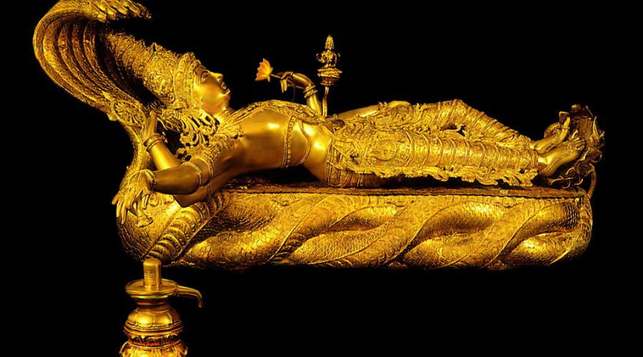 Сокровища Шри Падманабхасвами В 2011 году группа независимых археологов неожиданно открыла место захоронения древних сокровищ в храме Шри Падманабхасвами. Их оценили в 22 миллиарда долларов — золото, драгоценности и прочее добро несколько дней выносили из храма мешками.