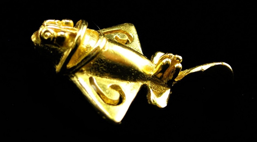 Древние самолеты Инки и другие доколумбовские племена оставили после себя целый ряд интересных вещиц, функции которых не могут понять ученые и сегодня. Самые странные из них называют древними самолетами. Они представляют собой небольшие золотого цвета объекты, которые очень напоминают реактивные самолеты. Первоначально считалось, что это изображение животных, однако никто не смог объяснить наличие крыльев истребителей и похожих на шасси деталей. К тому же эти фигуры достаточно аэродинамичны, чтобы предположить их внеземное происхождение. Возможно, инки были в контакте с инопланетянами, которые и делали эти штуки.