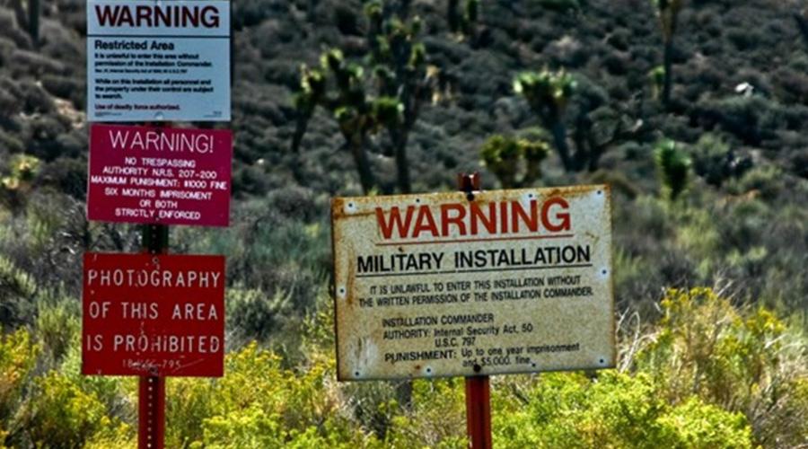 Даже название засекречено Зона 51 — название не официальное. ЦРУ секретный объект именует как аэропорт Хоуми и озеро Грюм. А крупных инженеров для работы над U-2 Spy Plane вообще заманивали на Paradise Ranch.