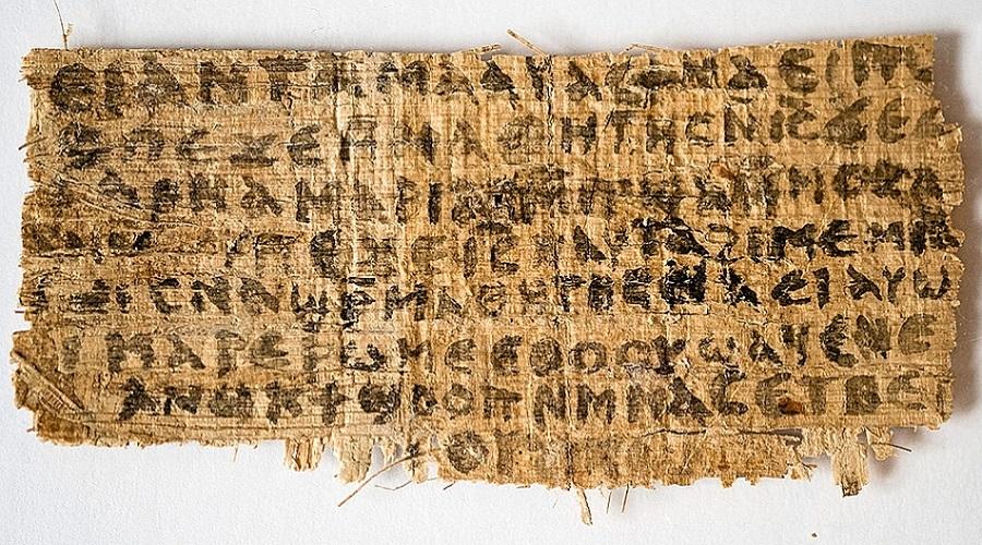 Старейший христианский артефакт В настоящее время самыми ранними из сохранившихся христианскими артефактами являются папирусы второго столетия. Они возникли через сто лет после предполагаемой смерти Христа. Однако сегодня ученые приходят к выводу, что один из списков Евангелия может быть практически ровесником Иисуса. Это фрагмент Евангелия от Марка, датируемый первым веком новой эры.