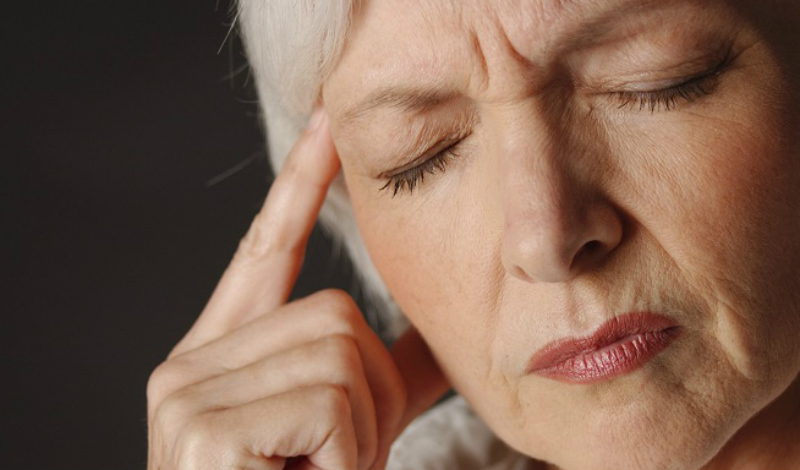 Повторяющиеся симптомы Все описанные выше симптомы инсульта могут повторятся точечно в течении суток. Внезапная слабость в руке и ноге только с одной стороны, нарушение зрения, головокружение и нарушение ориентации во времени сигнализируют о серьезном сбое в организме.