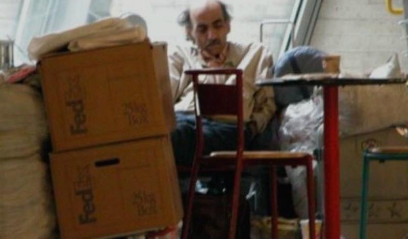 Мехран Карими Нассери Случай Мехрана Карими Нассери вдохновил Стивена Спилберга на создание «Терминала». Иранский беженец провел в парижском аэропорту 18 лет — его выслали из Ирана за антиправительственную деятельность. ООН присвоила Мехрану статус политического беженца, но в Париже документы украли. Лондон подозрительного иранца не принял. Вообще-то, адвокат добился возвращения документов еще в 1998 году, но Нассери покидать аэропорт отказался. Мужчина до сих пор живет в Париже, правда, уже не на территории терминала.