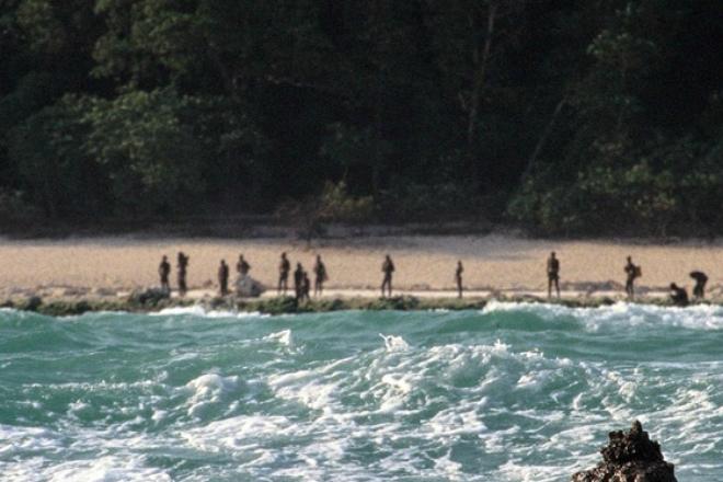 Что происходит на самом загадочном в мире острове (2 фото + видео)