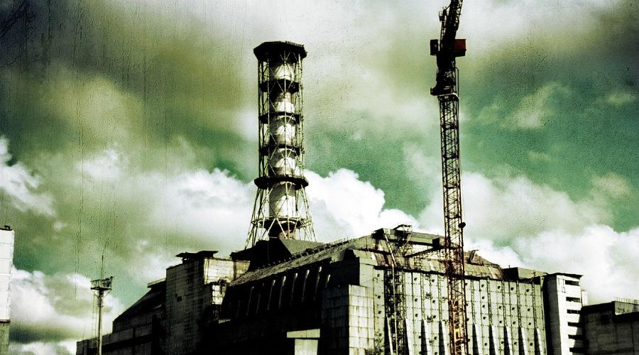 Официальный тур Можно и вовсе ничего не придумывать, а просто взять и купить самый настоящий тур по окрестностям саркофага. Контакты профессиональных гидов с легкостью подскажет Google, изучите отзывы и выбирайте. Обычный маршрут выглядит так: прогулка по Припяти, визит в Чернобыль, окрестности атомной электростанции и визит к радиолокационной станции.