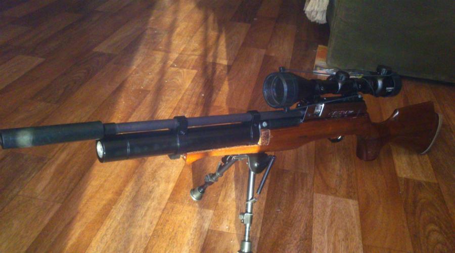 Расчет убойности пневматической винтовки Для примера мы возьмем надежного «корейца», Career III300D калибра 5,5 мм. Эту винтовку часто используют для охоты на бобра. Дульная энергия мощной винтовки равна примерно 78 Дж, удельная же энергия пули такого калибра (78 дж/0,24 см2) равна 330 Дж/см2. Менее мощные винтовки будут выдавать соответственно и меньшую удельную энергию пули, но даже они способны показывать (при том же калибре, 5,5 мм) вполне достаточные 56,5 Дж/см2.