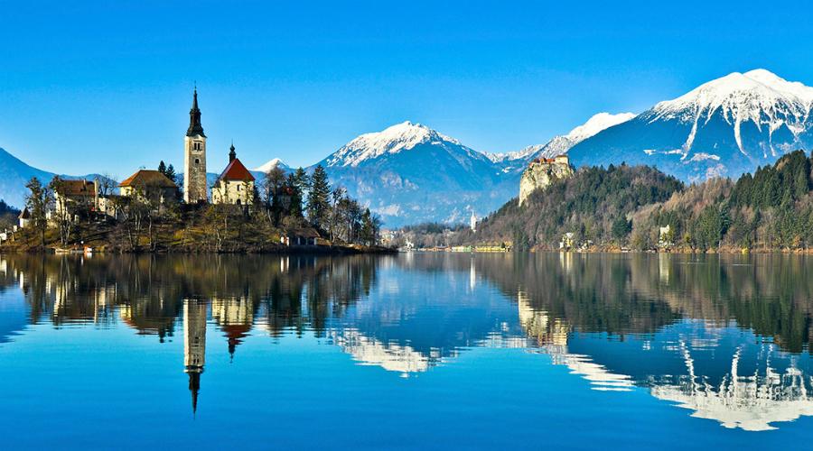 Словения Правительство Словении с дальним прицелом перевело страну на полную энергетическую самоокупаемость. В случае международного конфликта Словения не будет зависеть ни от кого, а значит, не будет и в принципе заинтересована в участии. Скорее всего, глобальная война обойдет Словению стороной, что делает страну прекрасной, спокойной гаванью.