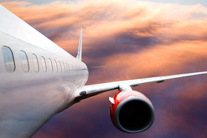 Зачем в самолете при взлете и посадке поднимают шторку иллюминатора