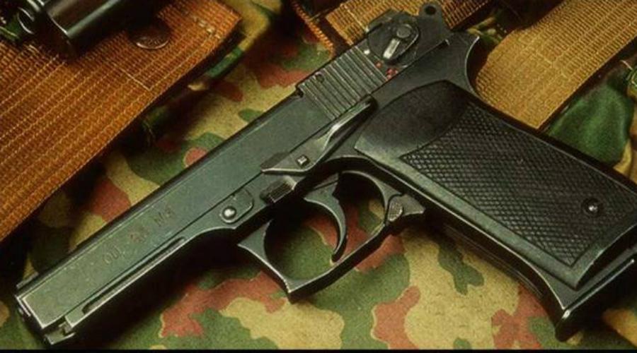 ОЦ-23 Дротик Пистолет ОЦ-23 «Дротик» признан международными специалистами очень неудобным, чрезмерно тяжелым и в принципе бессмысленным, поскольку патрон калибра 5,4518 мм слишком слаб. Конструкторы ОЦ-23 делали ставку на повышенный темп стрельбы: в результате пистолет показывает внушительные 1 800 выстрелов в минуту, но уступает по всем прочим параметрам.