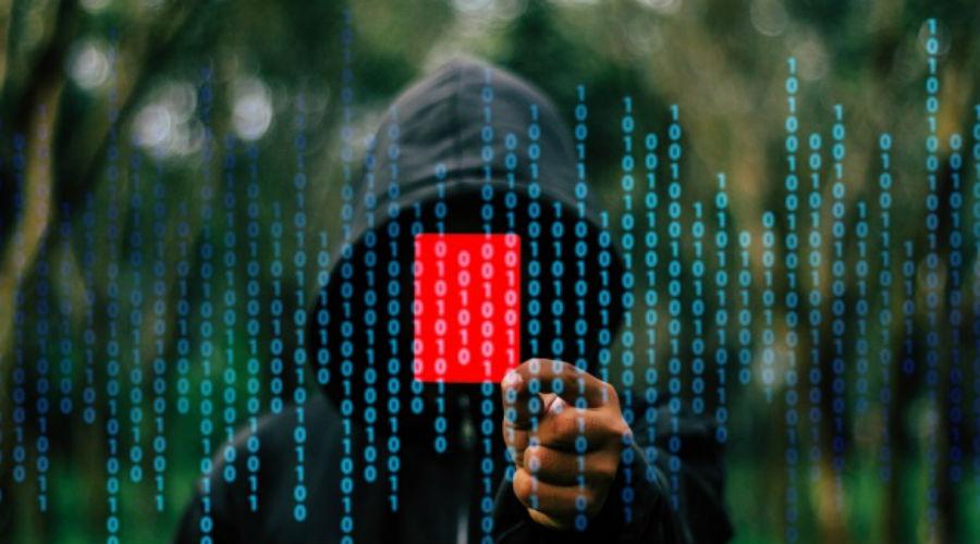 Атака на банк Притом, скорее всего атака будет узконаправленной. Мошенникам не нужны ваши приватные разговоры (если вы, конечно, не директор фирмы с многомиллионной выручкой), они хотят добыть лишь пароль от банковского приложения. По большому счету, пользоваться онлайн-банкингом хоть и удобно, но почти всегда опасно.