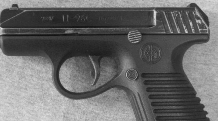 П-96С Разработку тульских оружейников ряд экспертов и вовсе назвал неудачным клоном знаменитого Glock'a. Тут действительно есть часть правды — по крайней мере, для российских конструкторов П-96С стал первым пистолетом с пластиковой рамкой. Перспективная разработка уступала по тактико-техническим характеристикам даже морально устаревшему пистолету Макарова.