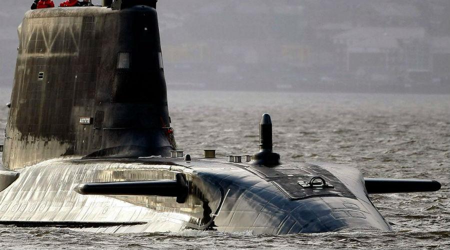 Шпионский удар В 1969 году советская атомная подводная лодка К-19 отрабатывала учебный поход на полигоне Северного флота. 15 ноября что-то со страшной силой ударило о корпус субмарины, следовавшей с небольшой скоростью в 5 узлов. К счастью, опытный капитан первого ранга Лебедько не растерялся и сумел выполнить всплытие. Обстоятельства дела оставались туманными до 6 июля 1975 года, когда выяснилось, что советскую субмарину случайно протаранила американская АПЛ «Гэтоу», выполнявшая шпионскую миссию в чужих территориальных водах.