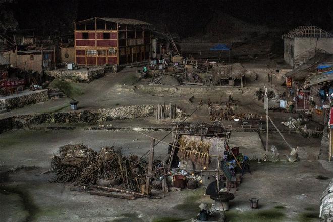 Мяо: китайское племя живет в глубокой пещере и не собирается выходить