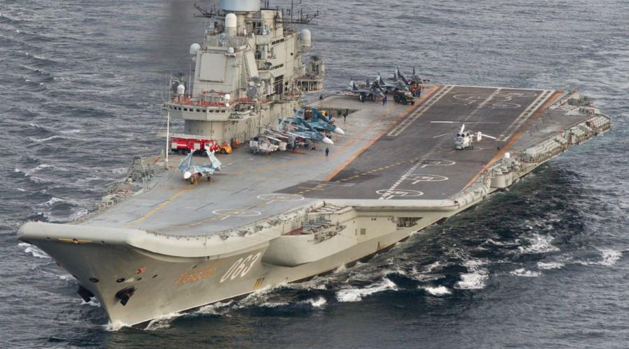Долгострой Тяжелый авианесущий крейсер построили еще в восьмидесятых годах прошлого века. А вот в эксплуатацию не вводили до самого 1991 года — дорабатывали, ремонтировали, потом снова дорабатывали и так по кругу.