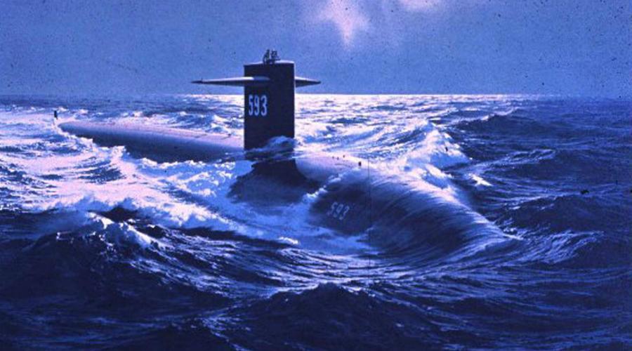 Не поделили глубину Подлодка ВМС США «Баттон Руж» вела скрытое наблюдение за субмариной К-276 «Барракуда». Капитан «американца» в какой-то момент потерял российский атомоход из акустической видимости и приказал всплывать на перископную глубину, в надежде оценить обстановку. Моряки «Барракуды» в то же время поднимались на ту же глубину для штатного сеанса связи со штабом. Российская подлодка врезалась носом в американскую АПЛ — повезло, что капитан шел на малом ходу.