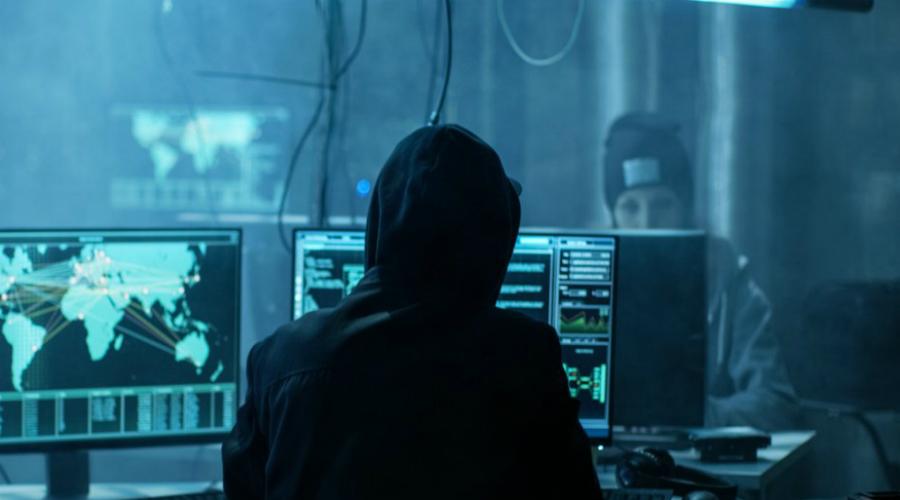Обновление приложений Почти все хакерские атаки направлены на уязвимости, которые разработчики постоянно отслеживают. В новом релизе всегда будут указаны устранения лазеек, если таковые были вообще. Мошенникам остается только внимательно прочесть описание обновления, а затем направить атаку на пользователей, кто еще не успел обновиться. Вывод прост: старайтесь обновлять привычные приложения в день выхода релиза.