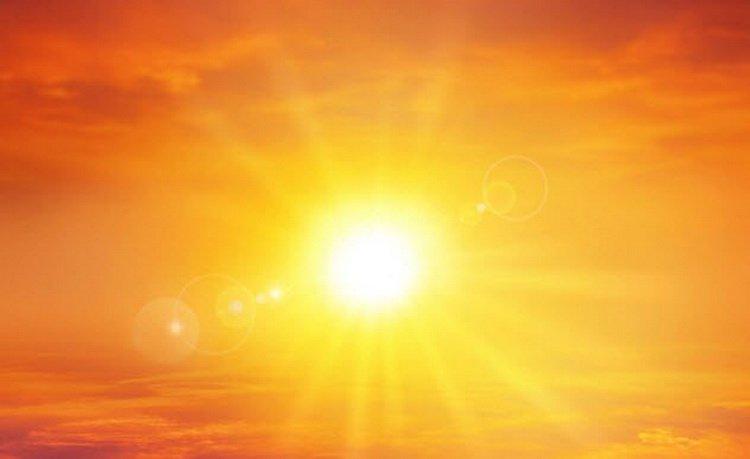 Становится жарко Сторонники теории «Плоской Земли» утверждают, что никакой такой гравитации вовсе нет. Все просто «естественным образом падает вниз». Допустим, так и есть. Но что делать с магнитным полем? Вернее, с его отсутствием. Магнитное поле существует только из-за вращения Земли. Плоская Земля не вращается, соотвественно и поле исчезает. В результате мы лишаемся защиты от космической радиации, лишаемся атмосферы и собственно, на этом история человечества заканчивается.