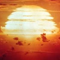 Реальный взрыв водородной бомбы, снятый на советском полигоне