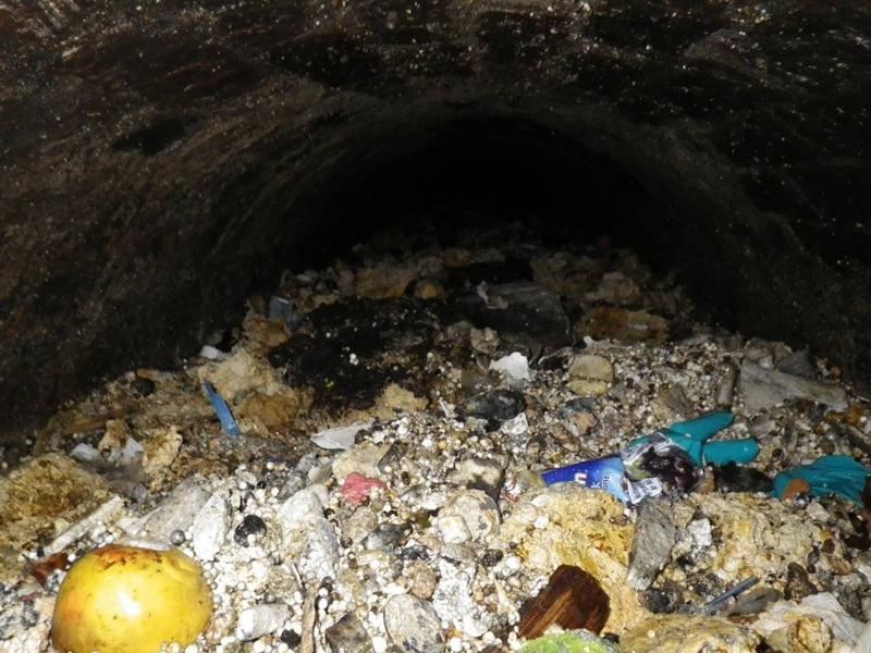 Гигантская жировая пробка В 2014 году «fatberg» размером с «Боинг-747» был найден на 80 метровой высоте в западной части Лондона. Fatberg состоит из горячего, жидкого пищевого масла, которое сливается вниз в канализацию. Когда горячее масло попадает в холодную воду в канализацию, жир застывает.