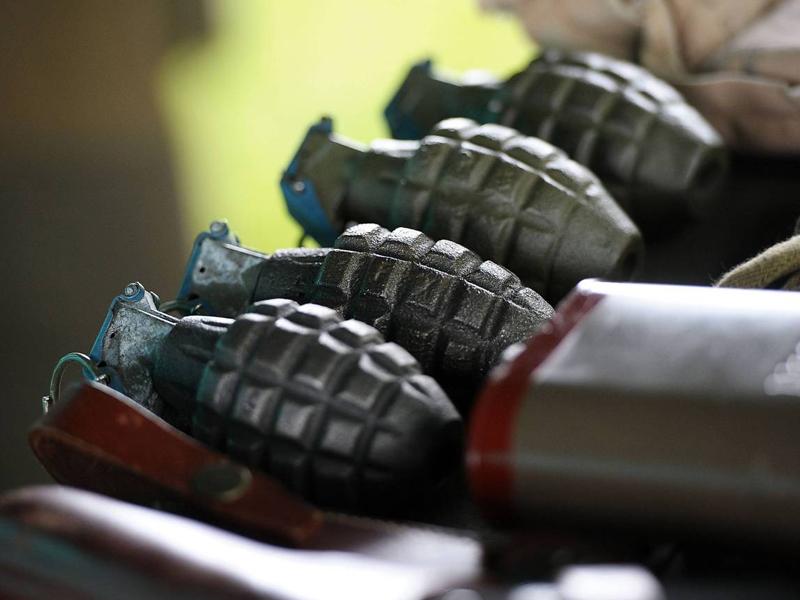 Ручная граната Ручная граната была обнаружена в канализации рядом с центром Лондона. Инженер, который руководил командой лондонской канализации, нашел ручную гранату и позже обратился в полицию. Полицейский мрачно ответил, что он на самом деле не хочет знать, как граната попала в канализацию.