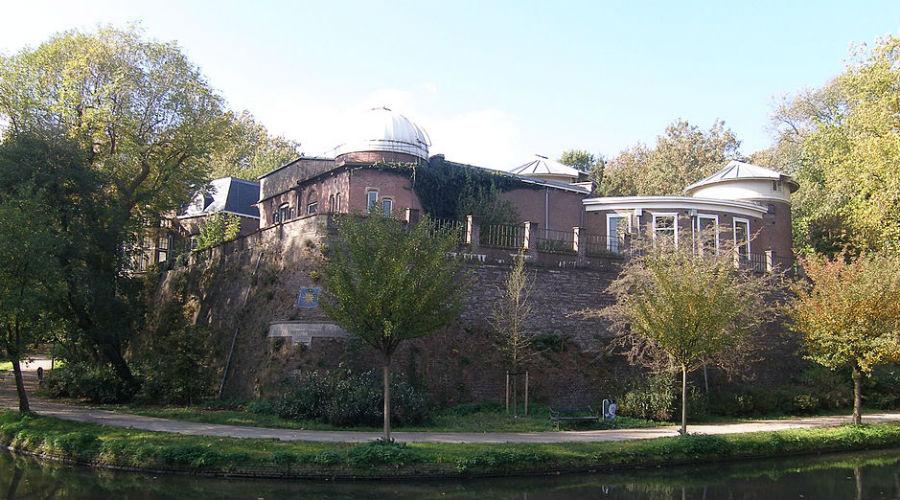 Обсерватория при Утрехтском университете Нидерланды Этот комплекс был основан еще в 1853 году. Сейчас для наблюдения доступно сразу четыре телескопа, а старейший телескоп в Европе можно увидеть в местном музее.