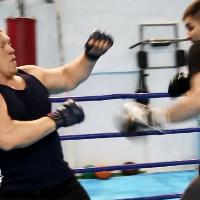 Боксеры против борцов: кто победит в реальной схватке