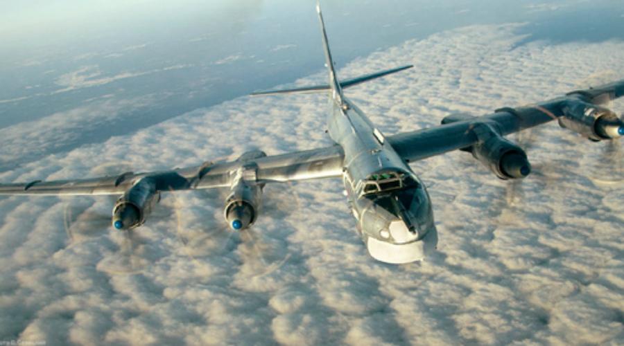 Катастрофы ВВС США Больше всего ядерных бомб потеряли ВВС США. На учениях во время холодной войны несколько раз поднимали в небо реальные боеголовки. В 1950 году на территории Минессоты разбились три бомбардировщика с ядерным оружием, нашли только два. Куда пропал третий (вместе с бомбой) непонятно до сих пор.