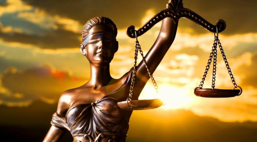 Что сейчас История смертной казни не закончилась с развалом СССР. Только 19 ноября 2009 года Конституционный суд России принял решение, согласно которому ни один суд больше не может вынести смертный приговор. Снять мораторий на высшую меру наказания теперь можно лишь изменив саму Конституцию на что, конечно же, власти не пойдут никогда.