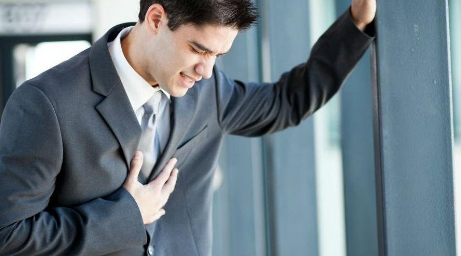 Бледность С уменьшением кровотока уменьшается и количество эритроцитов. Это еще один признак того, что сердце работает не в полную силу. Один из распространенных внешних признаков — бледность кожных покровов. Конечно, это может быть вызвано и анемией, но провериться, на всякий случай, все же стоит.