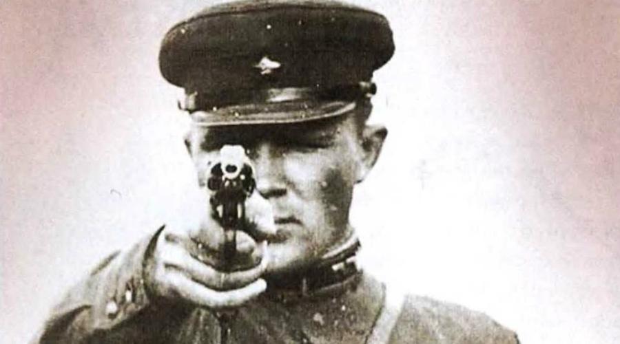 Новый кодекс Принятый в 1960 году уголовный кодекс использовался до самого распада СССР и был изменен только в 1996 году. Смертная казнь осталась на своем месте: под статью попадали шпионы, убийцы, бандиты, фальшивомонетчики и прочие отбросы общества. Кроме того, к стенке могли поставить и за уклонение от военной службы.