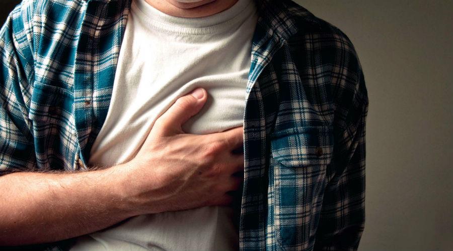 Потеря сознания, обмороки Сужение клапанов и забитые холестерином артерии не дают сердцу прокачивать кровь в полной мере. Это приводит к головокружению, а в отдельных случаях и к обморокам. Пройти диспансеризацию стоит, если подобные симптомы возникают у вас хотя бы раз в месяц.
