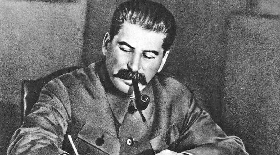 Добрый Сталин С 1935 года в том же УК РСФС появилось постановление «О мерах борьбы с преступностью среди несовершеннолетних». Теперь расстреливать можно было с 12 лет. Наступало время так называемого «большого террора»: в 1937 и 1938 годах суды и «Тройки» вынесли 681 692 смертных приговора.