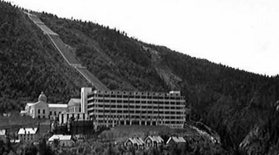 На берегу спокойных вод Самого фон Арденне вместе с его электромагнитным сепаратором для расщепления изотопов урана поселили в специальном созданном научном центре, расположенном на берегу в Сухуми. Здесь же работал и другой легендарный немецкий физик, Густав Герц. За свой вклад в создание первой атомной бомбы оба получили Сталинскую премию.