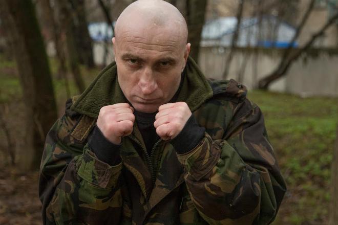 Один против троих: инструктор спецназа дает урок