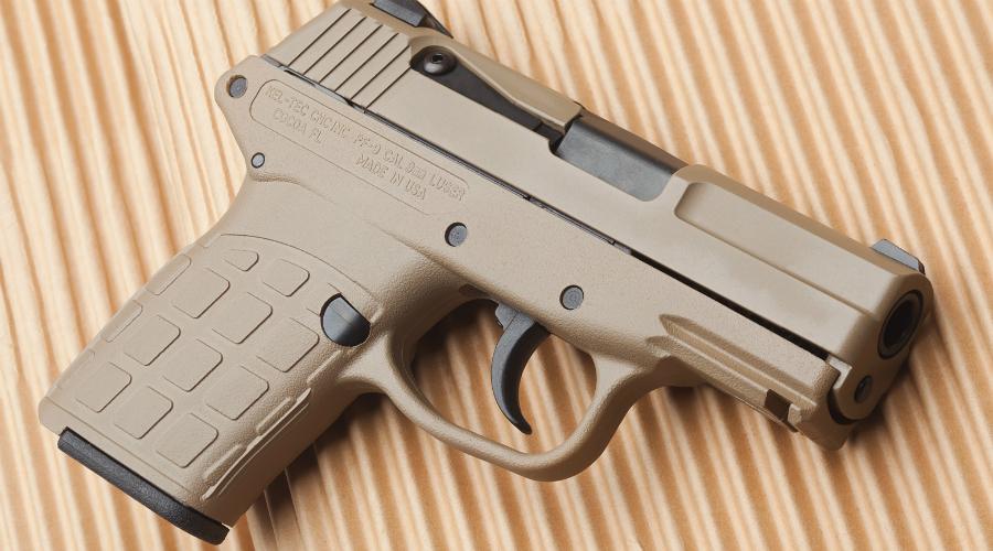 Kel-Tec PF-9Один из самых распространенных компактных пистолетов в Америке. Kel-Tec PF-9 легок и прост в обращении, немалую роль в его популярности играет и сравнительно невысокая цена — около 350$.