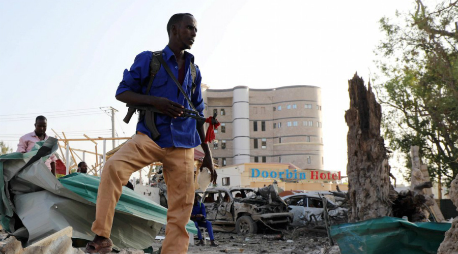 Сомали Рейтинг угрозы: 3.367 Ситуация в Сомали не стабилизировалась и после того, как в 1991 году был свергнут авторитарный режим. Беспорядки на улицах, анархия, голод и разруха здесь в порядке вещей. Кроме того, повстанческие бандформирования время от времени совершают налеты на ближайшие международные порты.