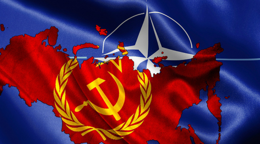 Империя зла Очередную попытку сближения с западом предпринял уже Юрий Андропов в 1983 году. Она также провалилась: 1 сентября того же года СССР (якобы) сбили южнокорейский «Боинг-747» — рядом очень удачно оказался самолет ВВС США. Спустя несколько дней Рейган на весь мир объявил СССР «Империей зла». Так и закончилась последняя попытка Советского Союза стать членом НАТО.