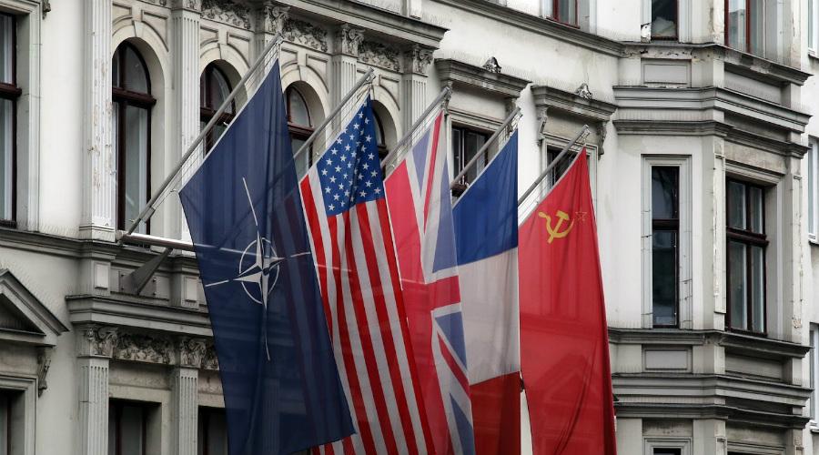 А мы все равно хотим Украина и Белоруссия (БССР и УССР) также подали заявки на вступление в НАТО по отдельности. Для этого республикам на время даровали суверенитет — Москва очень опасалась остаться в изоляции и была готова на любые жертвы.