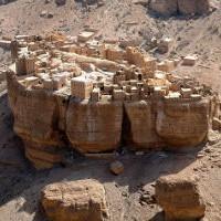 Аль-Джазил: деревня, стоящая на огромном монолите