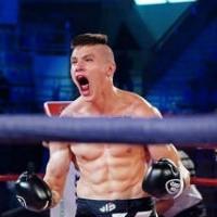 Непобедимый 17-летний боец: раскидывает даже профи