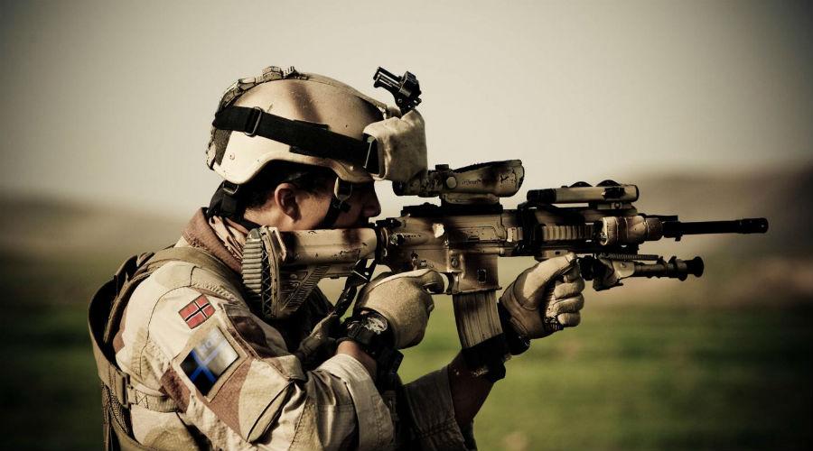 М4 Карабин M4 внешне напоминает M16A2, на основе которой и был сделан. Изначально его планировали использовать только для вооружения экипажей боевых машин, но штурмовая винтовка получилась настолько удачной, что в настоящее время на него перешла вся армия США целиком.