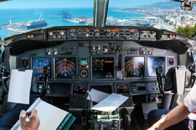 Пилот рассказал, почему нельзя пользоваться телефоном в полете