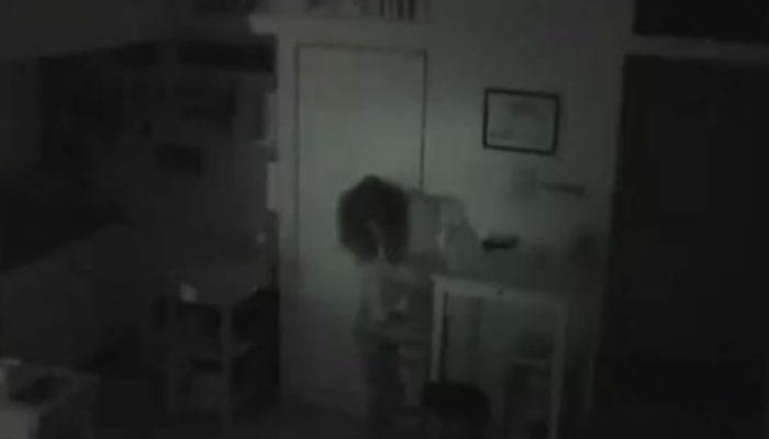 История Хорикава Тацуко Хорикава обратил внимание на пропадающую из холодильника еду. Он решил, что тут орудует взломщик и установил везде камеры. На одной из записей показалась женщина, действительно открывавшая холодильник. Однако, никаких следов взлома обнаружено не было. Полиция обыскала весь дом и только на старых антресолях обнаружила пожилую женщину. Тацуко Хорикава оставалась незамеченной целый год!